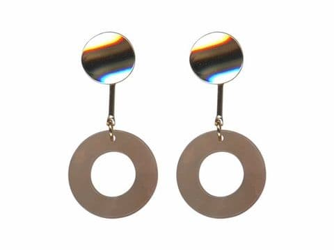 ALINE 2 TONE METAL RESIN EARRINGS  CREAM/ CORAL