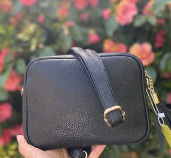 AMY BLACK SINGLE ZIP CROSSBODY