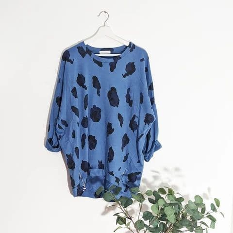 LARGE LEOPARD PRINT TOP WITH ZIP DETAIL BLUE