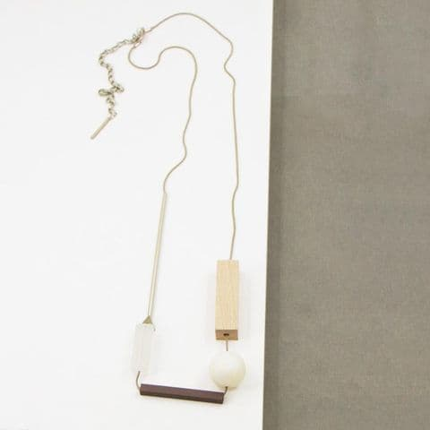 LONG NATURAL GEOMETRIC AND WOOD NECKLACE