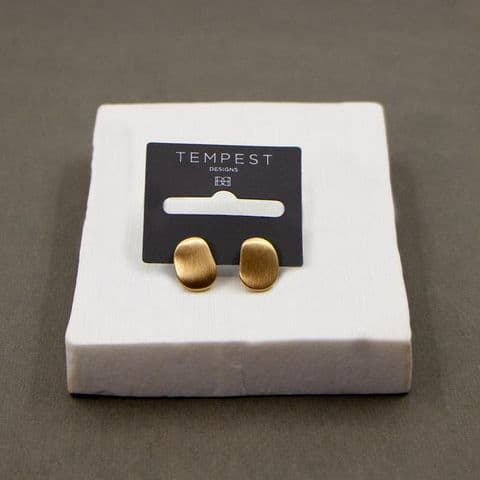MATT GOLD OFF CIRCLE STUD EARRINGS