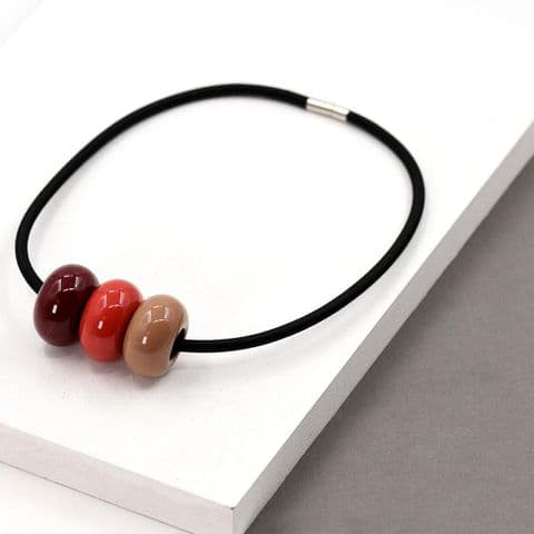 MIXED RED PEBBLE PENDANT NECKLACE