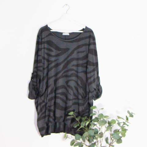 ZEBRA PRINT TOP WITH FRONT POCKETS DARK GREY