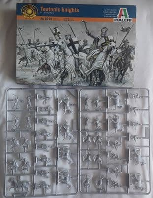 Italeri 1/72 It6019A Teutonic Knights (Medieval) (Pre-Owned)