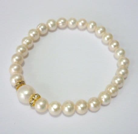 Pearl bracelet with featured 10 mm pearl and rhinestone spacers.