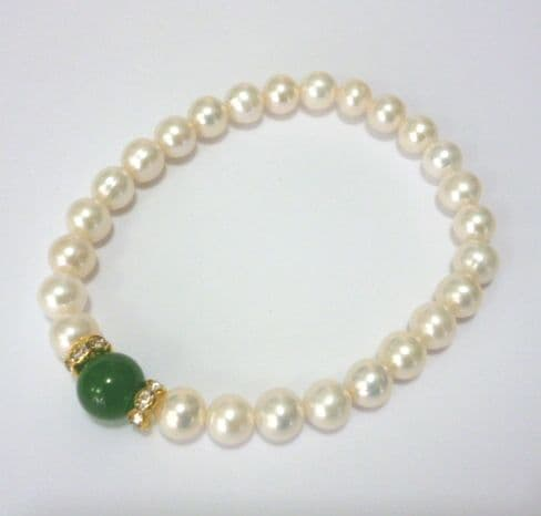 Pearl Bracelet with Jade Feature