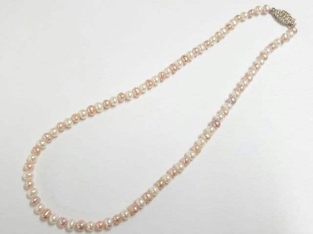 white & peach-pink pearl necklace